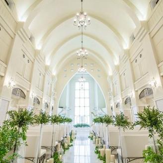 花嫁憧れの白亜の大聖堂「ウィンチェスターカセドラル」白大理石のヴァージンロードも圧巻の20mで天井高も10mを超える。