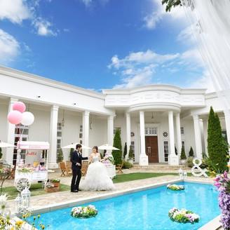 プール付の白亜の大豪邸で叶えるオリジナルウェディング