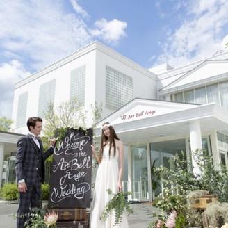 純白の貸切邸宅。青空の見えるチャペルにフロアごと貸切にできるプライベート空間も!