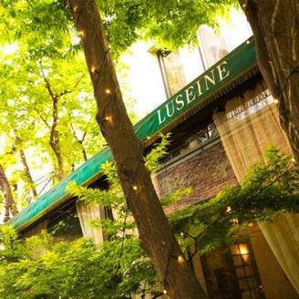 レストラン外観・木々の緑、リゾート