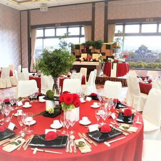岡山城を一望できる会場 5階 延養の間 60名様から200名様に最適なお部屋です。 大きな会場から見える岡山城はより一層風格が増し、ゲストからより大きな歓声があがりました♪