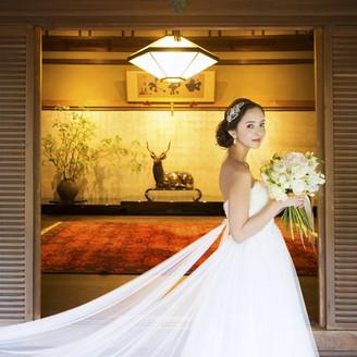 菊水楼の玄関でのお写真。 和と洋がうまくマッチした素敵なお写真スポット♪