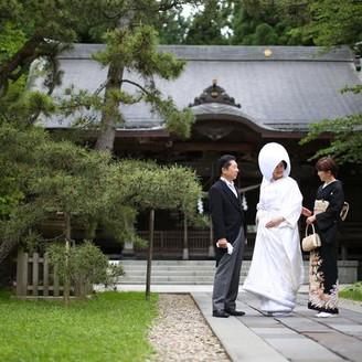 【彌高神社】親子の絆が感じられるひと時。親子三代で挙式を執り行った人も