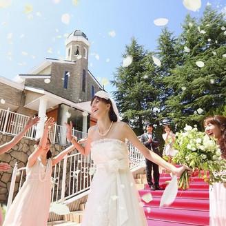 花嫁の憧れ大階段でのフラワーシャワー♪
