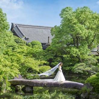 大阪市内に8000坪の庭園。上質な大人ウェディングが叶う