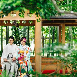 日本庭園では四季折々の景色とともにステキな写真を撮影することができる。