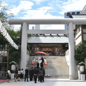 芝大神宮ならではの本殿への階段を昇る参進の儀  一段一段に想いを込めて