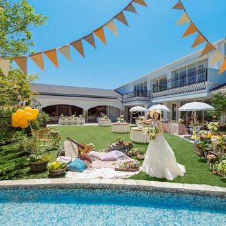 結婚式当日はチャペル・パーティ会場・ガーデン、すべて貸切にできるのでプライベート感を大切にしたアットホームなパーティが叶います。