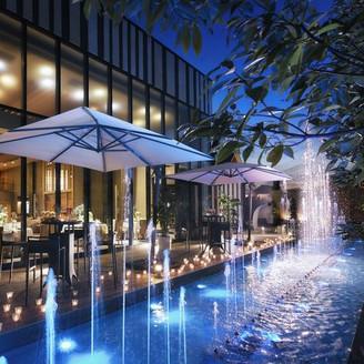 「光×水×音」 幻想的な雰囲気のウォーターテラスは大切なゲストとの会話に華を添えます。