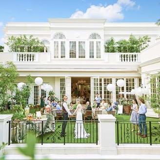 【駅徒歩5分の好アクセス】青空と緑に囲まれた一軒家を貸切りゲストと過ごす自然と笑顔溢れるナチュラルウエディングが叶う。洗練されたお洒落な街『星ヶ丘』で自由にコーディネートできるガーデンパーティやオーダーメイドの料理でゲストをもてなそう