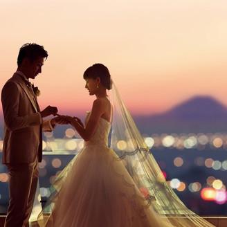 トワイライトに輝く夕刻の時間が最も美しい。条件次第では富士の美景も