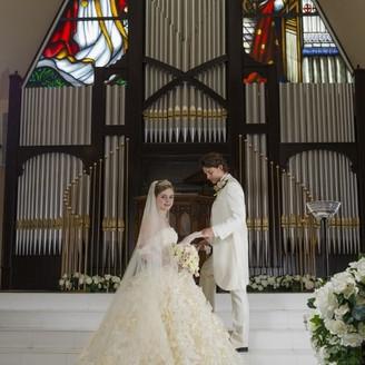 祭壇上で永遠の愛を…