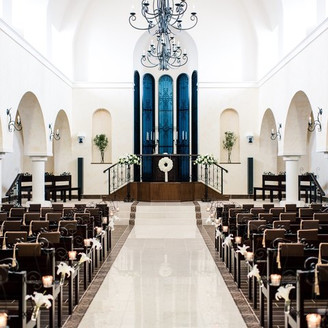 陽の光も祝福してくれる、グランダムール大聖堂
