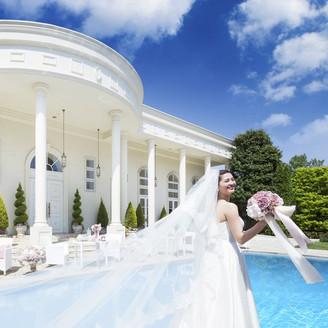 プール付の大豪邸で叶える、お二人だけの特別なウェディング。