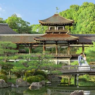 広大な名勝庭園を一望する、非日常の空間。記念撮影もおすすめ