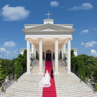 アーフェリーク迎賓館といえば、この見上げるほど大きな大階段。