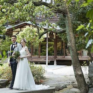明治期よりそのまま残る日本庭園では贅沢な前撮り等の写真が残せる