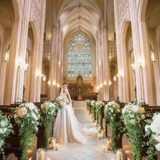 【ノートルダム大聖堂】世界遺産の教会に祝福された厳粛な空間で永遠の愛を誓う