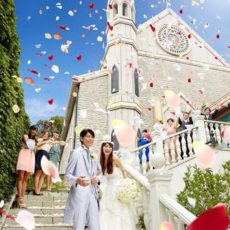 独立型のチャペルからは石造りの大階段が続く フォトスポットとしても人気の場所。ゲストとの楽しいひと時をどうぞ