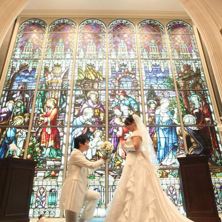 ステンドグラス プロポーズ ウェディングドレス チャペル