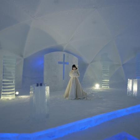 ドレス ロケーション ウェディングドレス 雪 氷 北海道 トマム 星のリゾート 氷の教会 水の教会 -14°