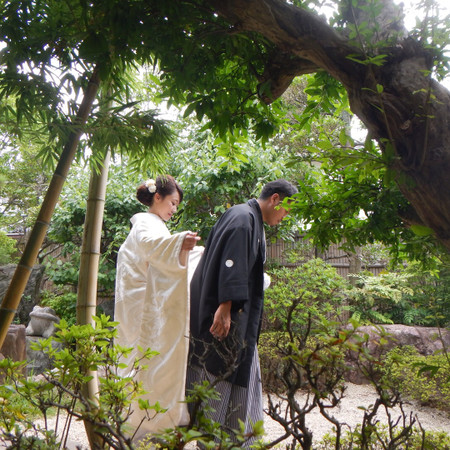 白無垢 黒紋付袴 庭園