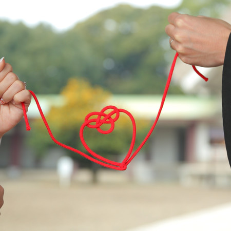 白無垢 黒紋付袴 手元 赤い糸