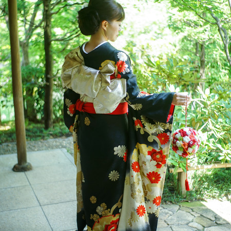 引き振り袖 和装 庭園 ロケーション 神社 華雅苑 和装前撮り 緑 ボールブーケ