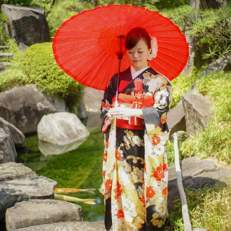 引き振り袖 和装 庭園 ロケーション 神社 華雅苑 和装前撮り 緑 番傘