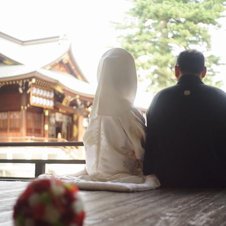 ボールブーケ 白無垢 綿帽子 和装 庭園 ロケーション 神社 華雅苑 和装前撮り 紋付袴 後ろ姿