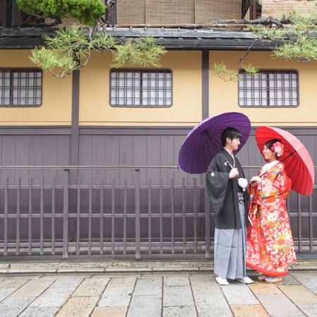 ロケーション 色打掛け 黒紋付袴 番傘