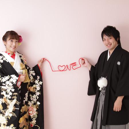 赤い糸 黒引き振袖 黒紋付袴