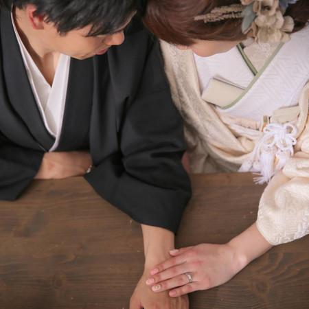 手元 白無垢 黒紋付袴
