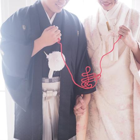 白無垢 黒紋付袴 赤い糸
