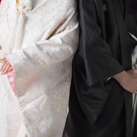和装 スタジオ 白無垢 黒紋付袴 番傘