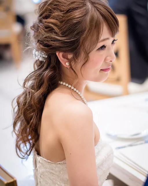 お色直しに使いたい!カラードレスにも映えるスタイル別花嫁髪型