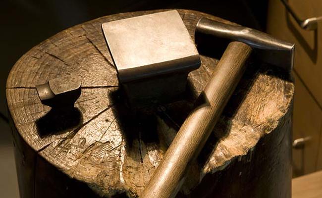 金床とカラカミ槌