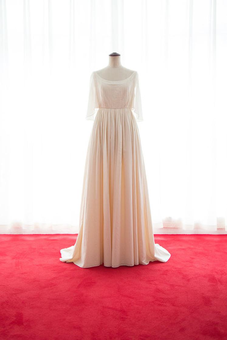 オーガニックコットンフレアー袖のギャザードレス 1枚目