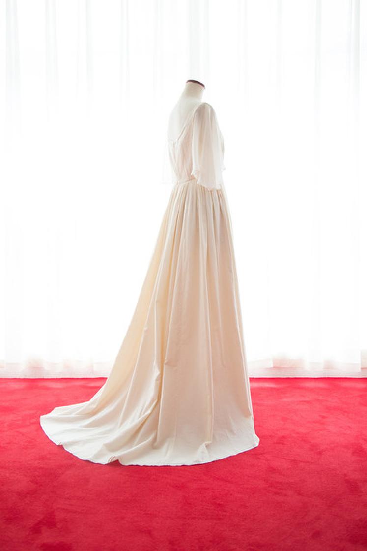 オーガニックコットンフレアー袖のギャザードレス 2枚目