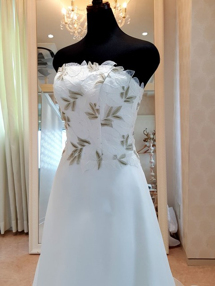 【Cinderella & Co.】金糸刺繍が個性的なAラインドレスSS1383 3枚目