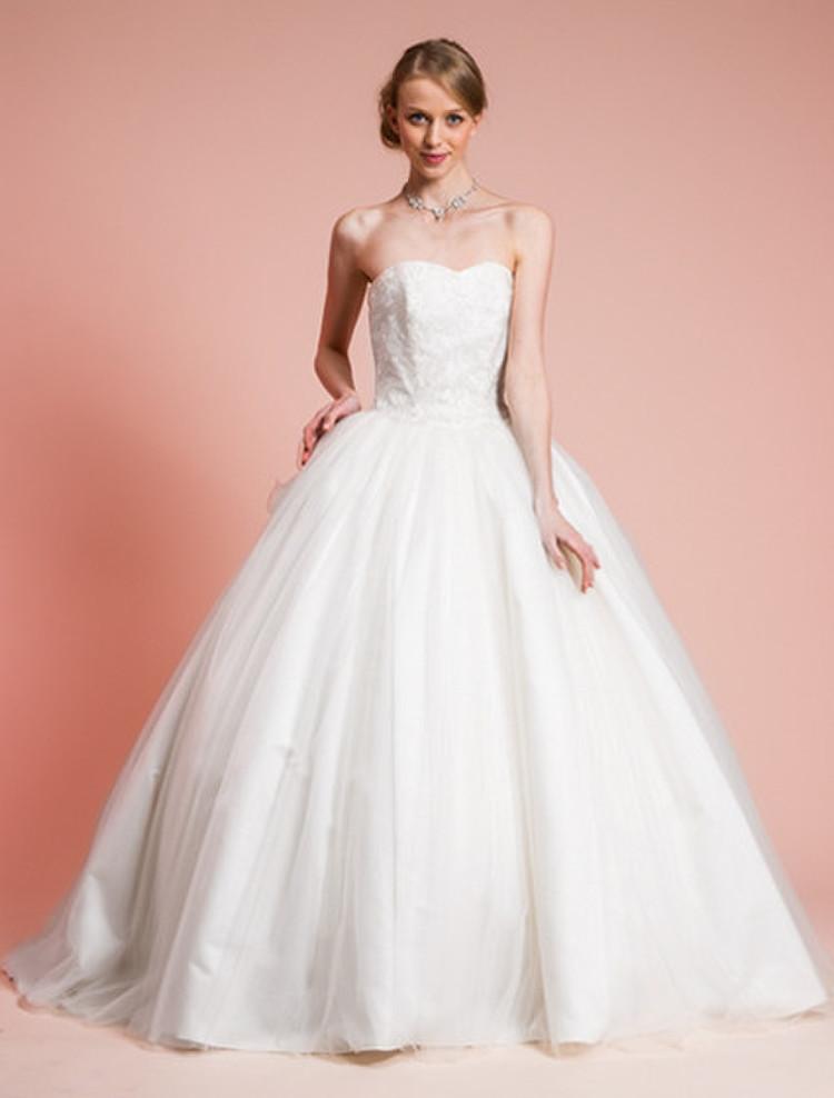 エンブロイダリーレースが特徴的なロマンティックプリンセスドレス 1枚目