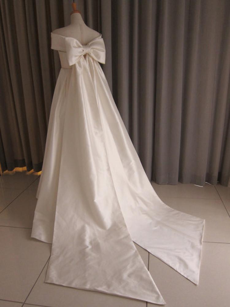 Silk taffeta off shoulder cape A-line dress 2枚目