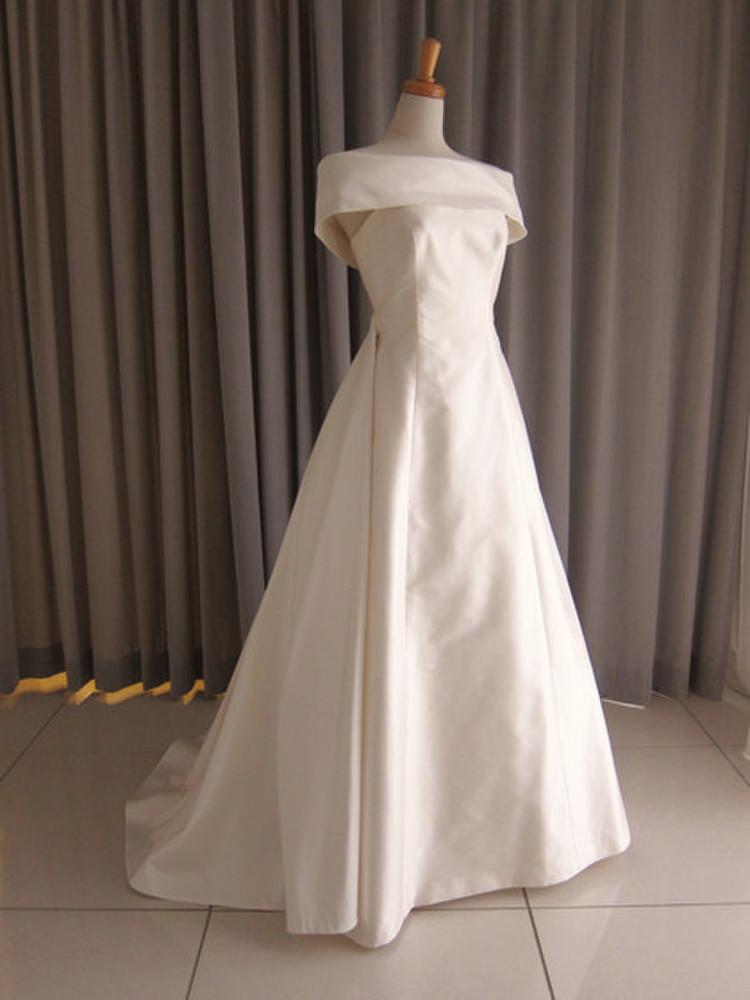 Silk taffeta off shoulder cape A-line dress 1枚目