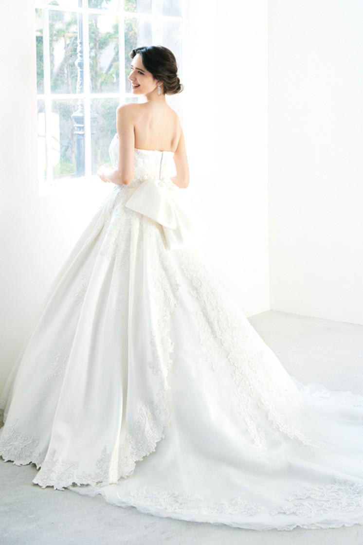 プリンセスライン」とは違う?上品な花嫁さんになれる《ベル