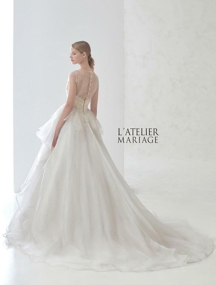 ラトリエマリアージュのウエディングドレス 2枚目